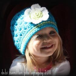 Crochet spring cloche with flower